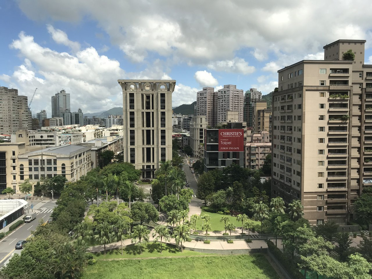房產學者、景文科技大學財務金融系副教授章定煊近年對房市看法悲觀。記者游智文/攝影
