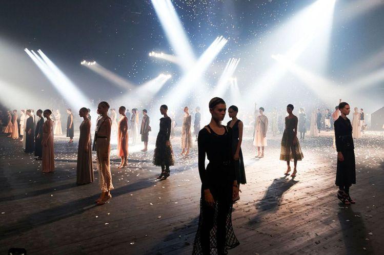 2019春夏巴黎時裝周由Dior揭開序幕,在當地16區Hippondrome P...