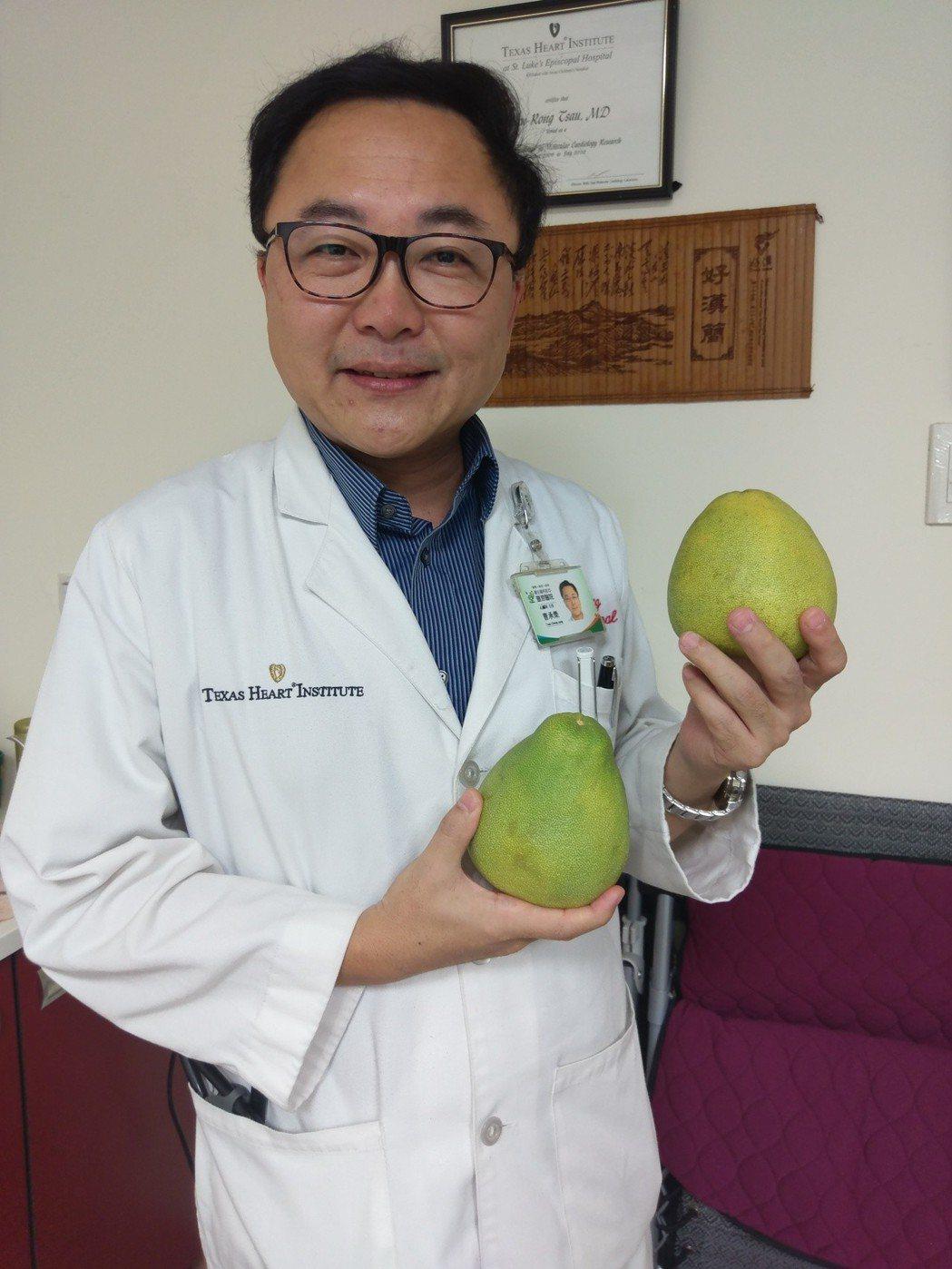 不少人喜歡吃柚子,但是患有糖尿病的人恐造成血糖飆升,罹患心血管疾病、或吃抗憂鬱藥...