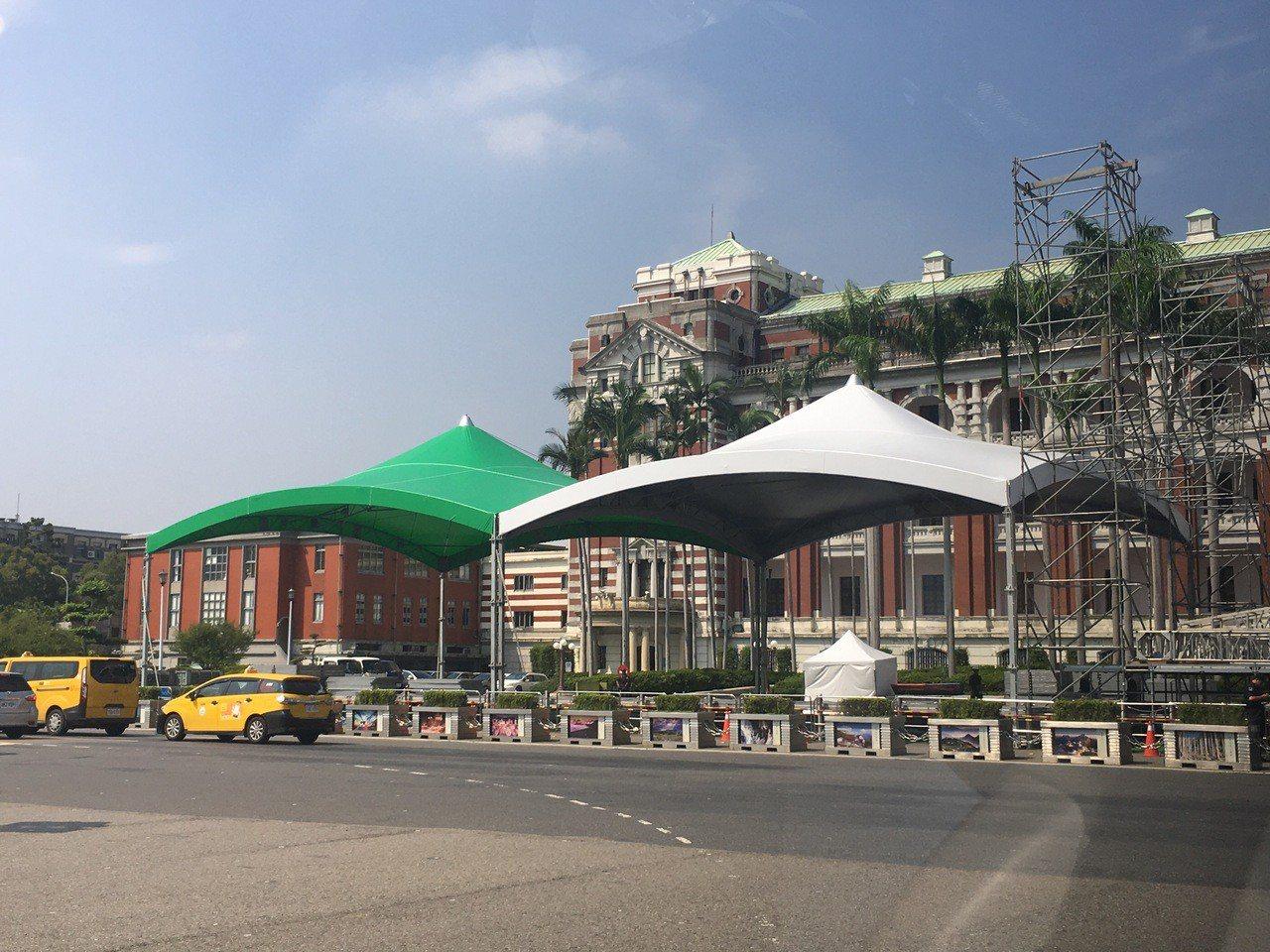 國民黨台北市長參選人丁守中爆料,總統府前國慶帳篷原本是白色、綠色。圖/丁守中辦公...