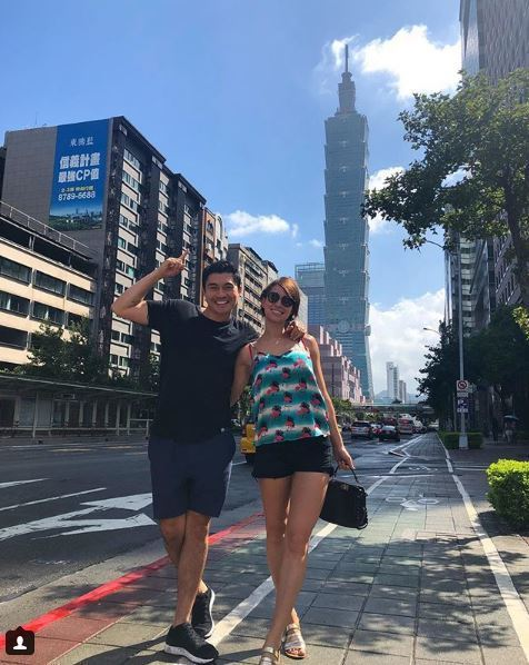 亨利高汀(左)正與老婆遊台北。圖/摘自IG