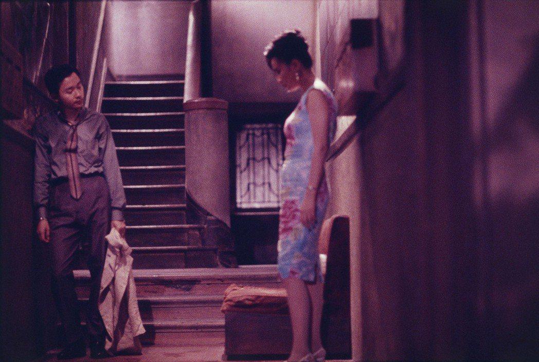 劉嘉玲在「阿飛正傳」中演出痴戀阿飛的舞國名花。圖/華映娛樂提供