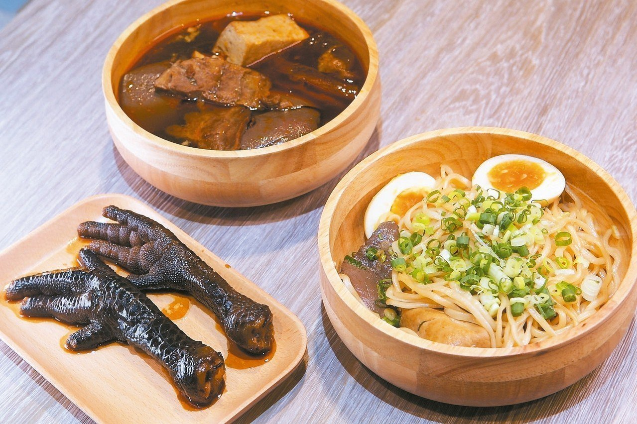 老鼎旺在新光三越南西店三館推出全新品牌「功夫銷魂麵」。 記者陳睿中/攝影