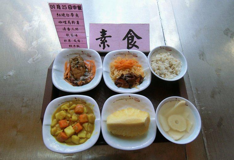 花蓮監獄提供的中餐素食菜單。圖/花蓮監獄提供