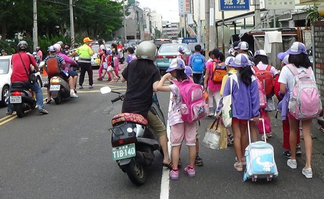 有家長為了小孩不上學也報案,讓許多警員不滿。 圖/聯合報系資料照片
