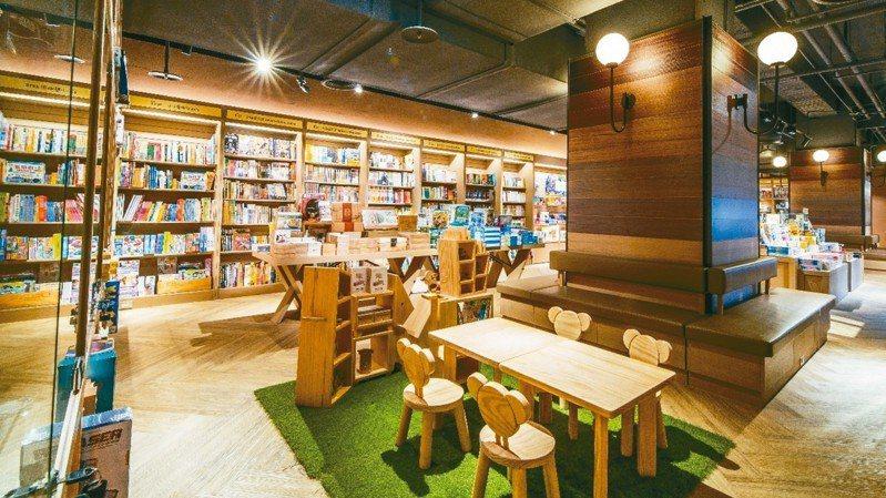 桃園統領百貨有桃竹地區最大規模的兒童書店,由誠品經營,提供6000種、11類主題書籍,閱讀選擇多元豐富。 誠品/提供