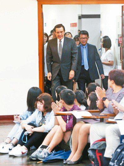 前總統馬英九上午到東吳大學嚴家淦法學講座,以慰安婦為題演講。 記者邱德祥/攝影