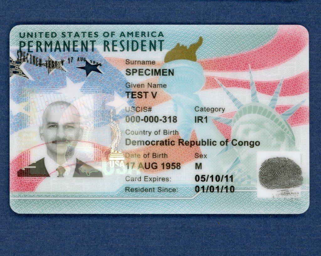 綠卡樣本。 圖/取自美國公民及移民服務局(USCIS)