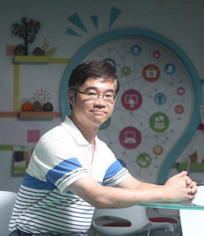 「課外通」創辦人雲志文及其團隊接受本報專訪。 記者葉信菉/攝影