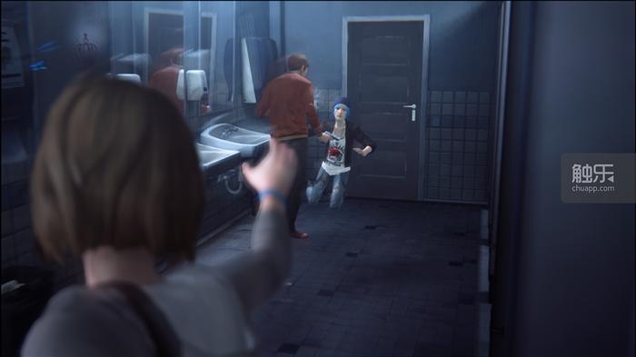 遊戲中,Max利用時間回溯能力挽救了摯友Chloe。