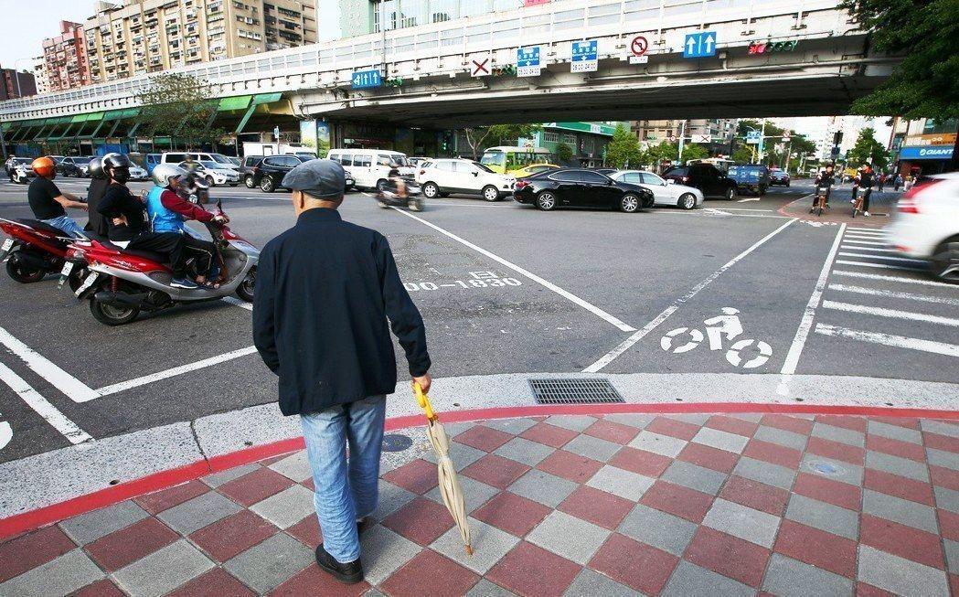 台灣8年後將邁入超高齡社會、2060年成為全世界最老的國家,屆時我們的城市環境設...
