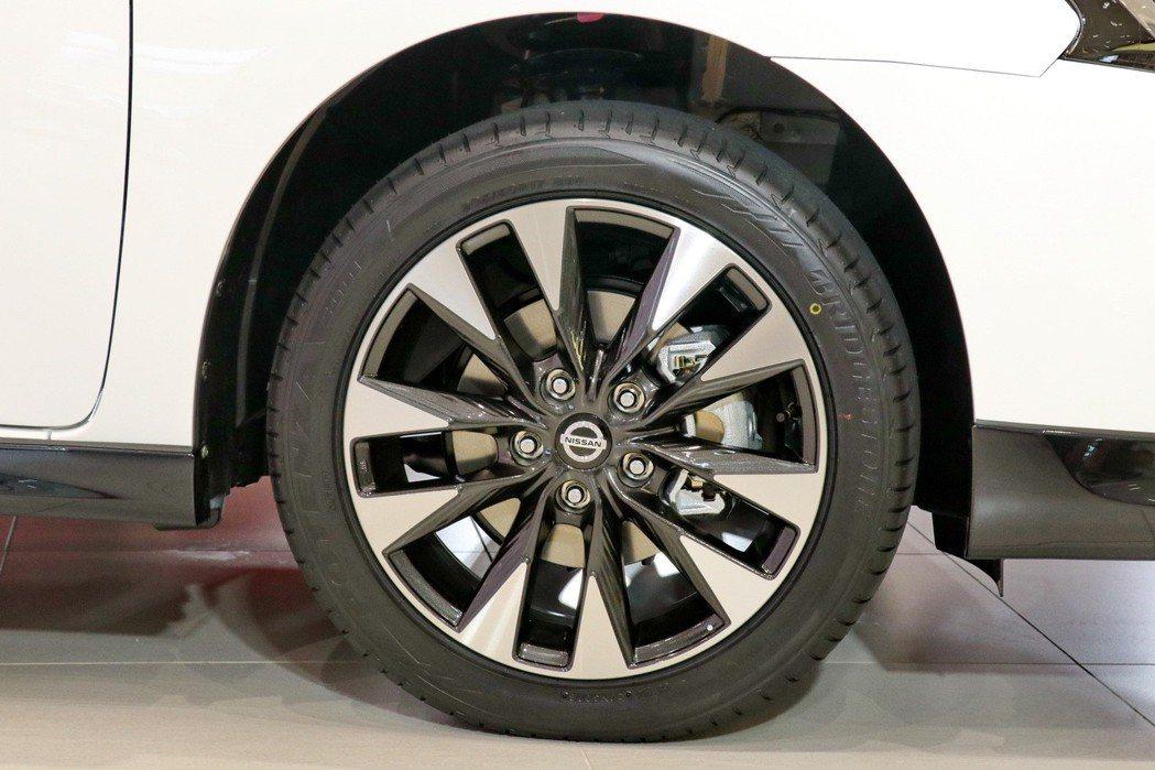 全新SENTRA 19年式豪華版及旗艦版升級全新設計16吋魅力迴旋鋁圈。 記者陳...