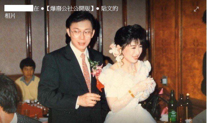 台北市長柯文哲(左)與夫人陳珮琪年輕時的宴客照曝光引發討論。圖/擷取至「爆廢公社...