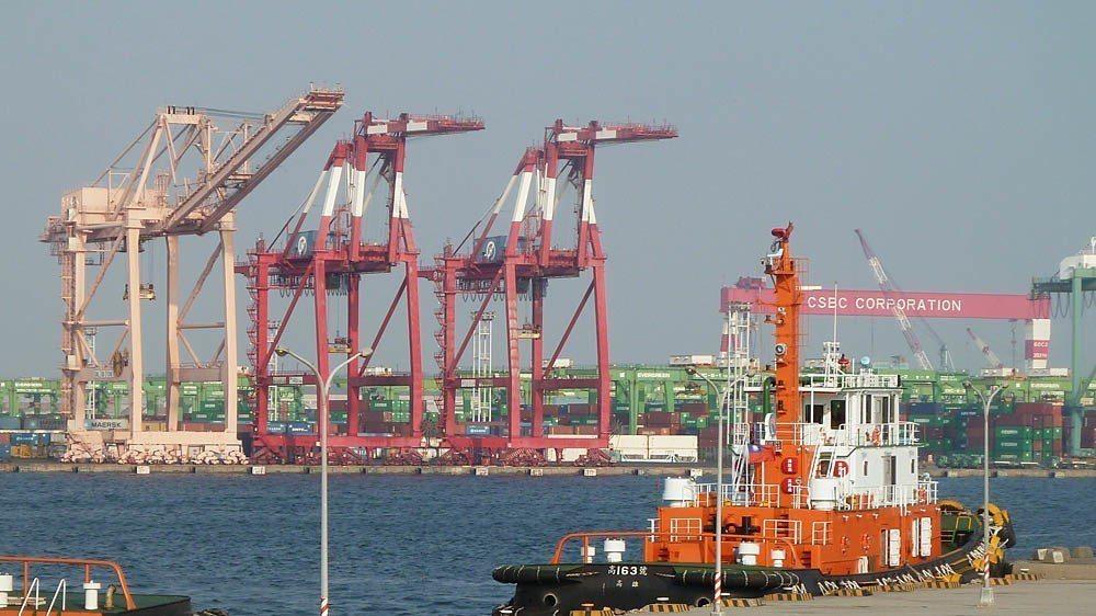 香港東方海外(OOCL)被中國中遠集團併購後,中資可能間接掌握高雄港碼頭經營權。...