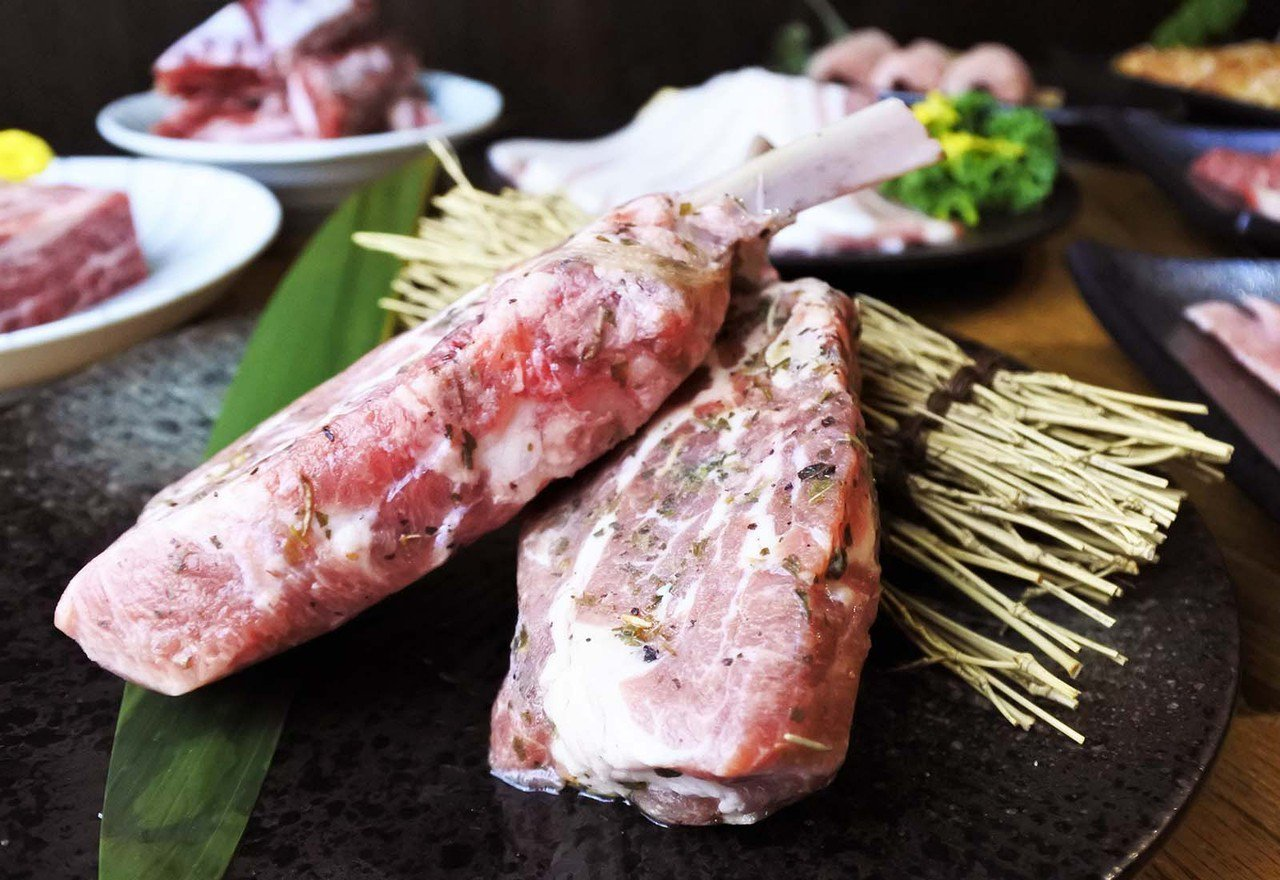 (圖/台灣旅行趣) ▲是正宗三個月大的小羔羊,沒有羊騷味。採用法式手法醃製,添加...