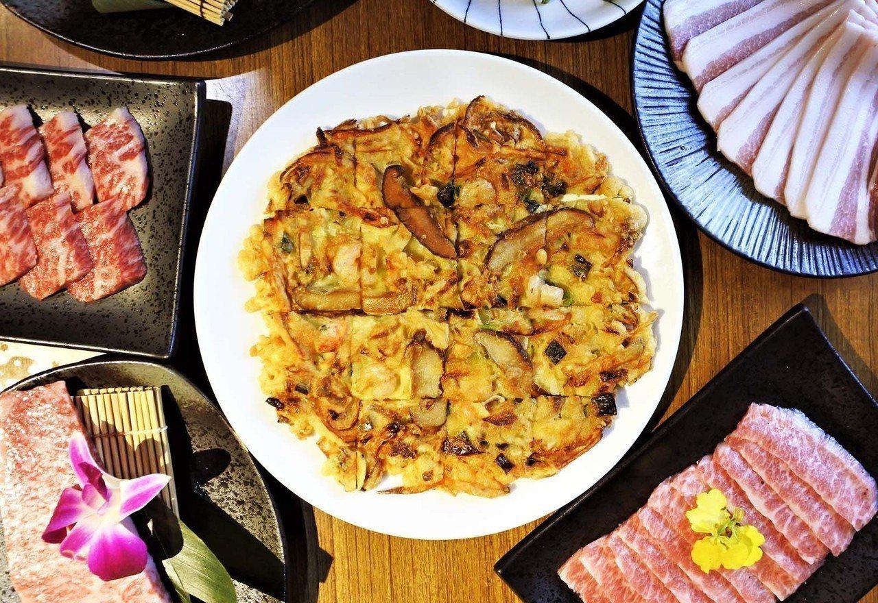 (圖/台灣旅行趣) ▲「海鮮煎餅」適合想吃飽的人,擁有十幾種食材,外酥內軟的它屬...