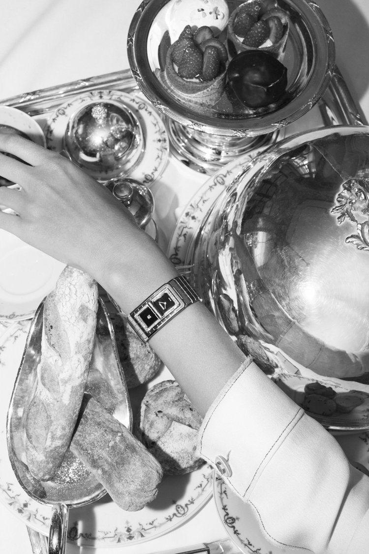 CODE COCO精鋼腕表,精鋼表殼鑲嵌52顆明亮式切割鑽石,黑色漆面表盤單獨鑲...