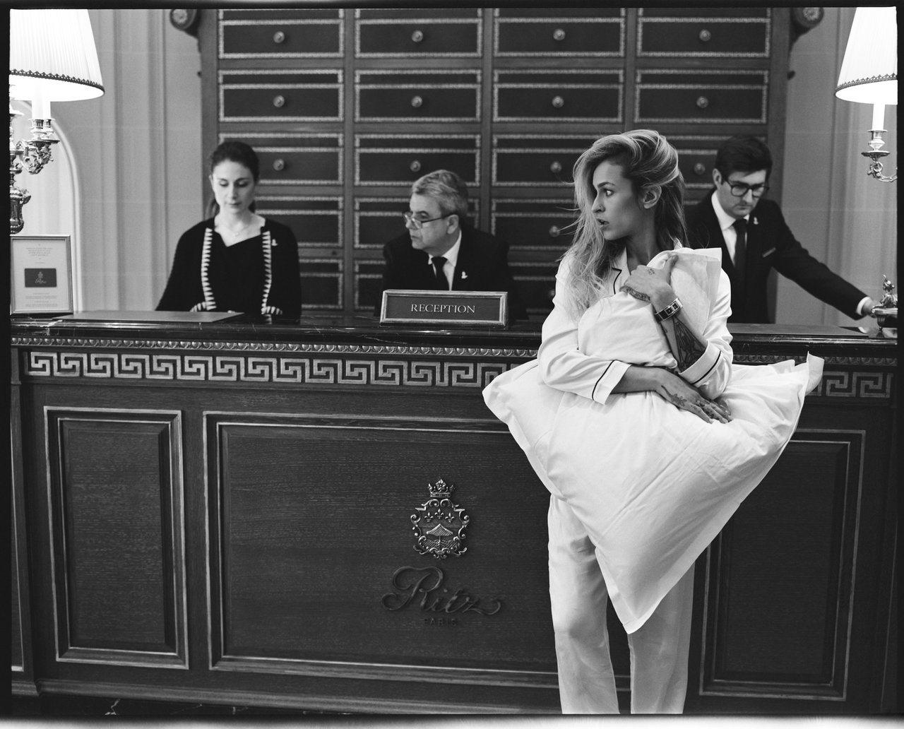 英國模特兒愛麗絲‧德拉爾(Alice Dellal) 配戴CODE COCO精鋼...