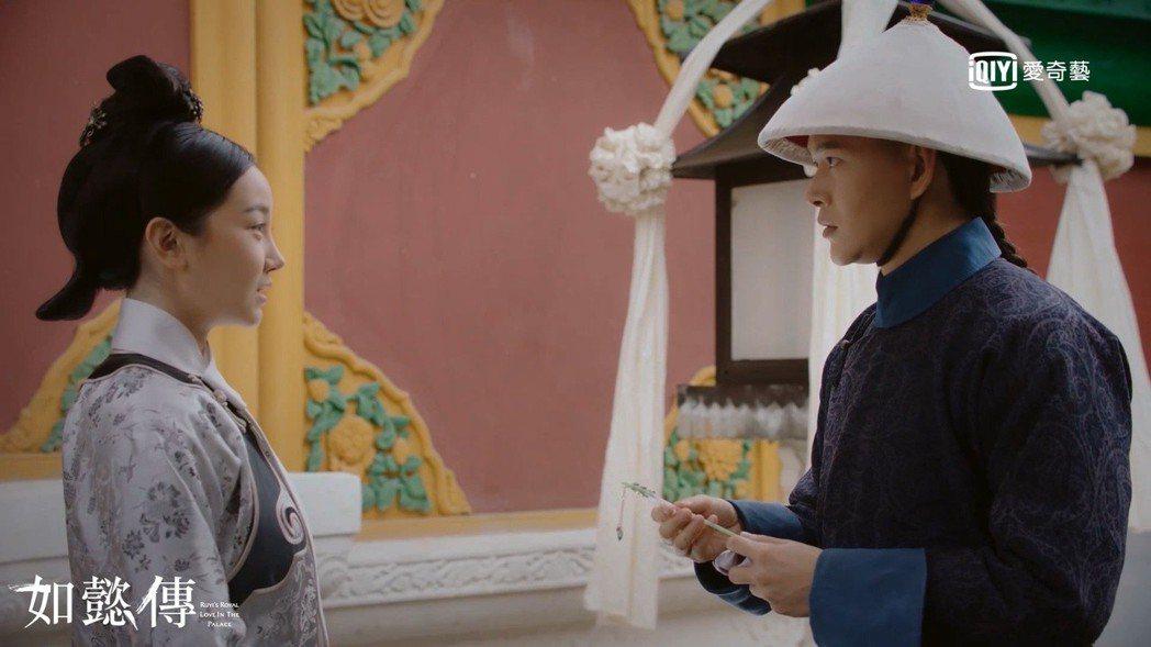 黃宥明(右)詮釋的「李玉」在「如懿傳」中心儀宮女「惢心」陳小紜。圖/愛奇藝台灣站...