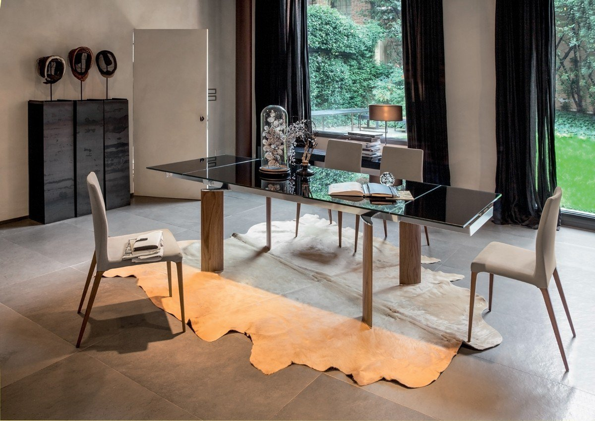 ARCOS餐桌,特賣價4萬8千元,原價21萬5千元。圖/創空間提供