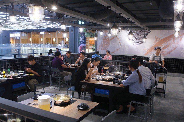 南西店共有23桌,為目前最大的分店。圖/記者陳睿中攝影
