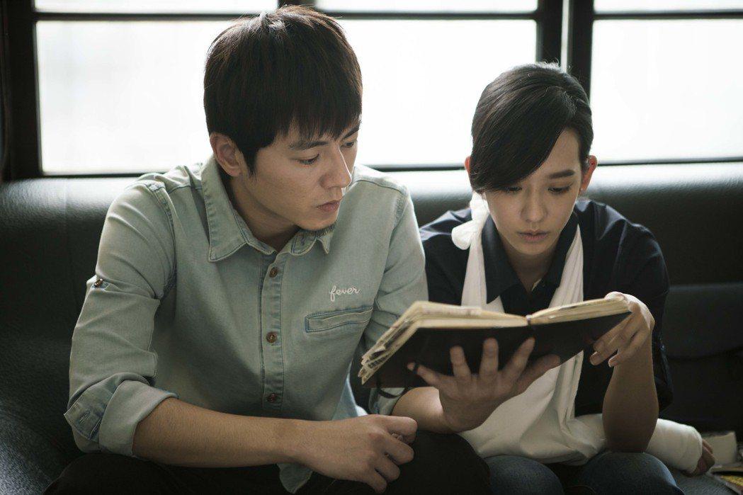 李國毅(左)與孟耿如都以「麻醉風暴」入圍金鐘。圖/公視提供