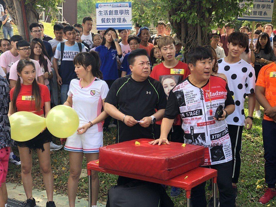董至成(中)回來上老搭檔胡瓜(右)節目「綜藝大集合」,他談到北漂工作,說拍戲太累...