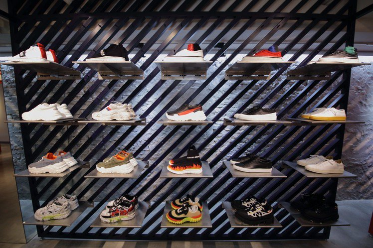 Fred Segal Taipei引進許多球鞋與設計師鞋履。圖/Fred Seg...