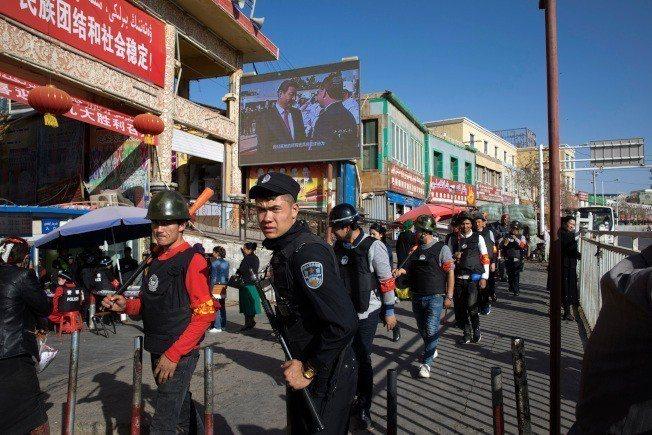 大陸在新疆針對維吾爾族人和其他穆斯林加強清除分離份子、推動全面漢化,已引起全球學...