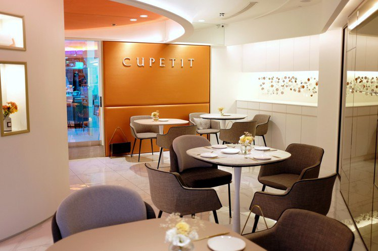CUPETIT卡柏蒂以白色、橘色作為主視覺色彩。圖/記者沈佩臻攝影