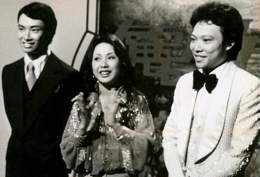 張菲(右)、費玉清(左)兄弟與其姊費貞綾(中)。圖/聯合報資料照