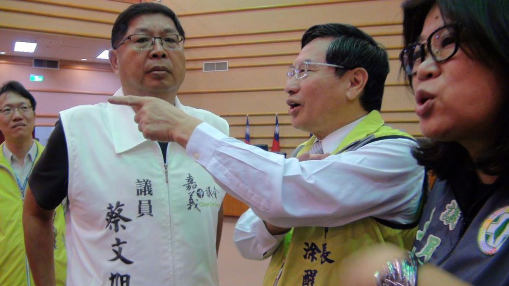 嘉義市長涂醒哲(中)推動成立「智慧科技處」。 圖/聯合報系資料照片