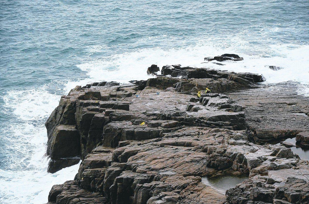 長浪遠看像龜背起伏,不一定會在海面起浪花,有長浪的時候,就算行走在潮間帶也要注意...