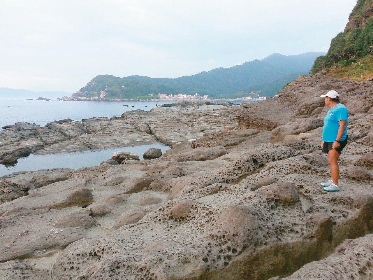 2013年11月9日在龍洞地質步道發生八死八傷的浪襲意外,潛水總教練尹德成所站之...