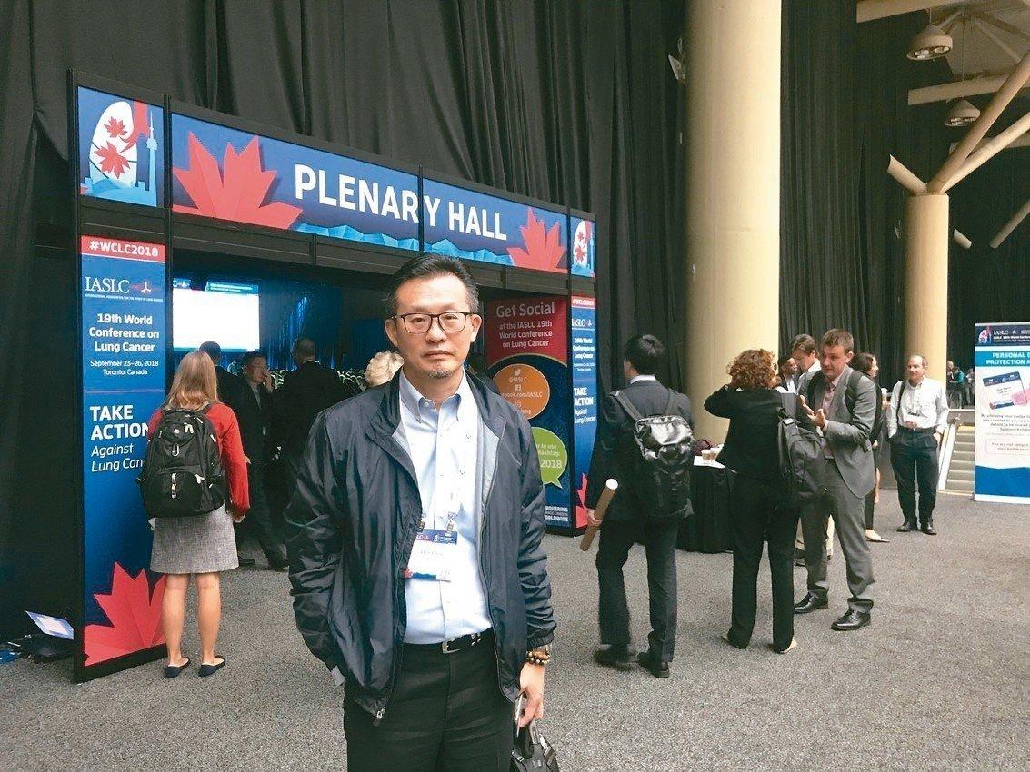 多倫多舉辦世界肺癌大會,與會的高雄長庚胸腔內科主任王金洲指出,小細胞肺癌患者確診...