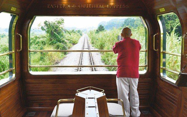 列車的最後一節為景觀車廂,讓乘客可以欣賞沿途的景致。 圖/MT、各業者提供