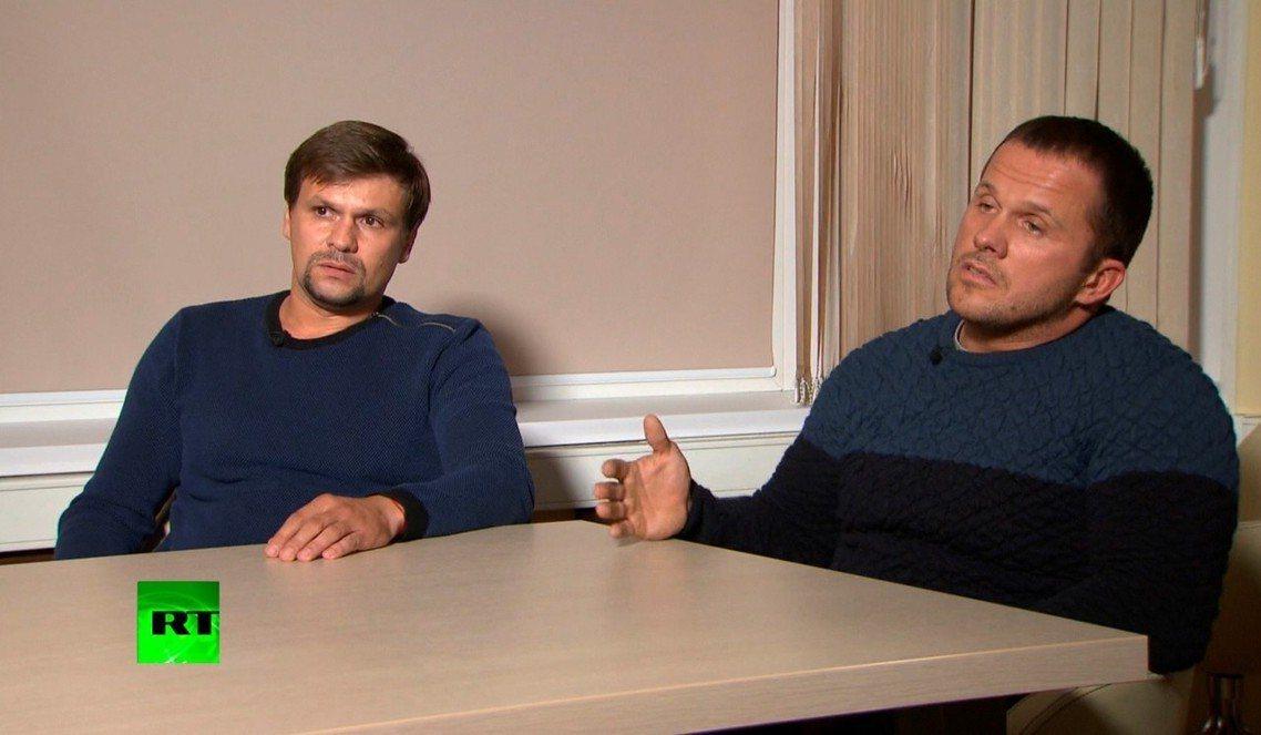《RT》專訪中,聲稱自己只是單純觀光客,要去推銷健身課程的佩特羅夫(右)與博西羅...