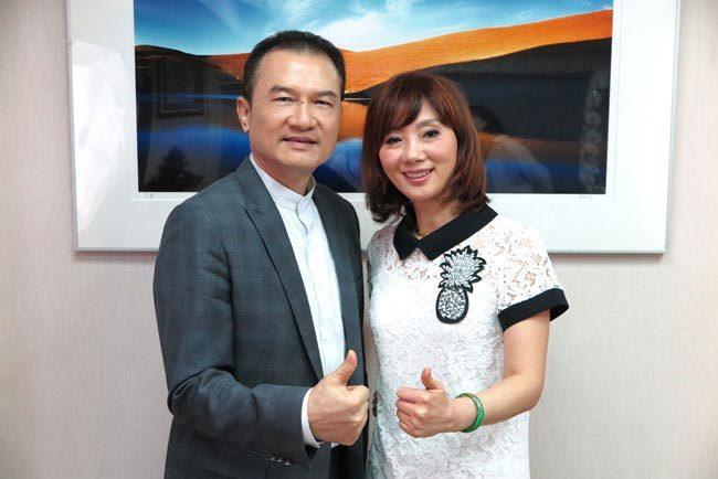 理財周刊發行人洪寶山(左)、吳明珠(右)