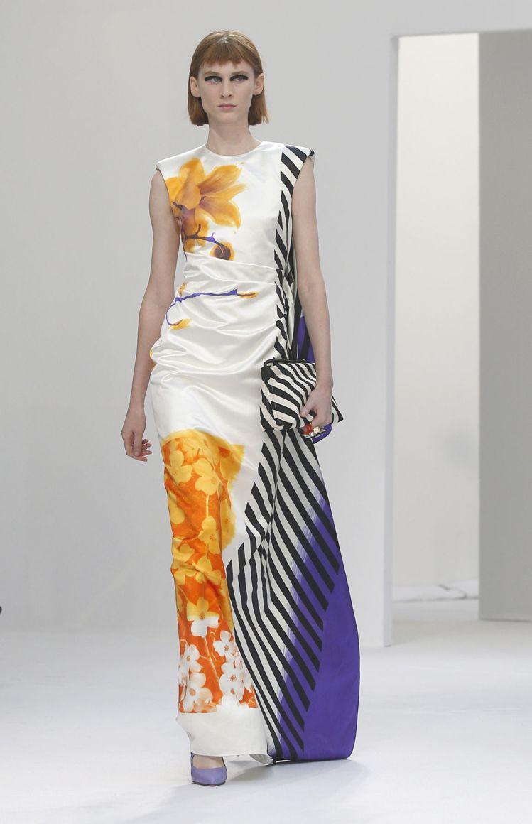 黑白格紋與條紋,則為Dries Van Noten 2019春夏注入了俐落現代感...