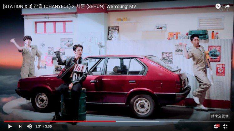EXO吳世勳在MV中身穿MCM 2018秋冬的黑色騎士外套。圖/截自YouTub...