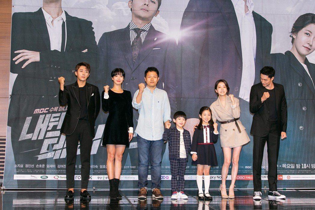 蘇志燮27日出席新戲記者會,還特別關心童星,散發滿滿父愛。圖/KKTV提供