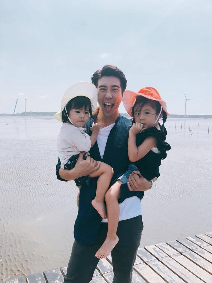 修杰楷照顧2個女兒頗有心得。圖/摘自臉書