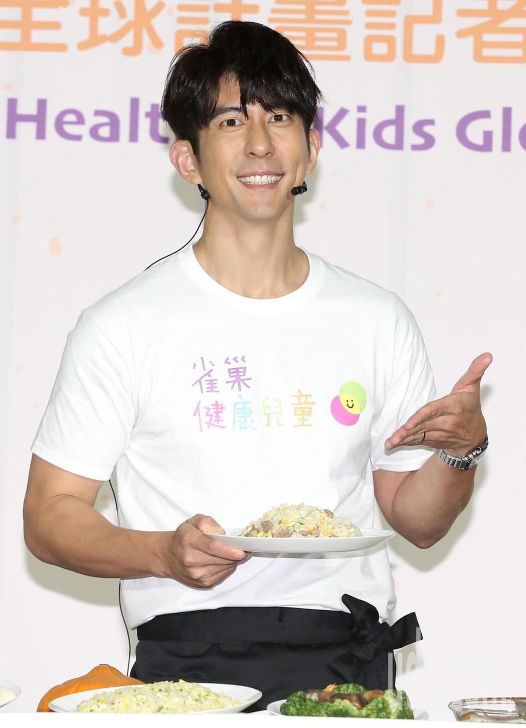 修杰楷擔任「健康兒童全球計畫」大使,展現累積多年的廚藝。記者林澔一/攝影