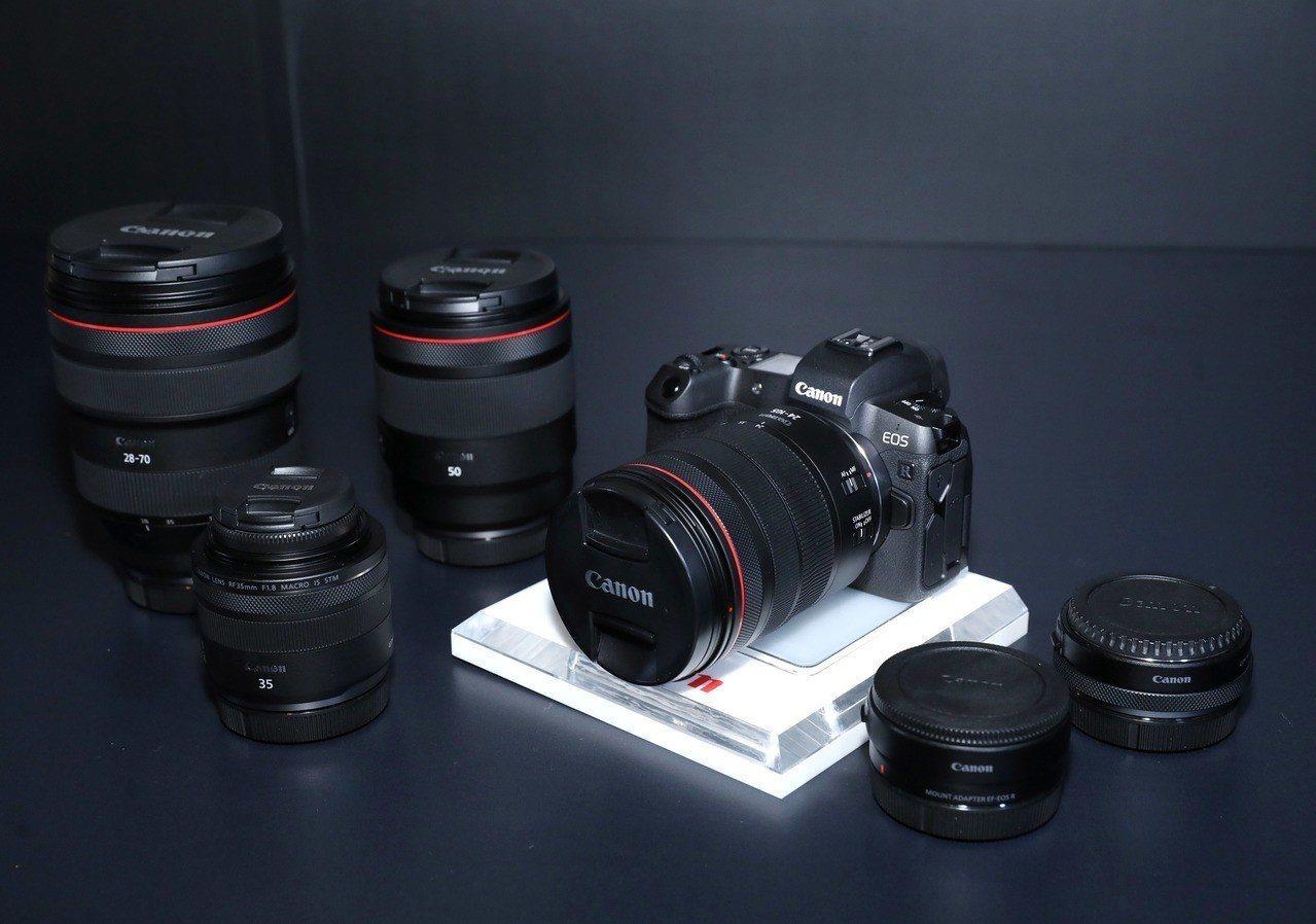 此次推出全新EOS R拍攝系統,包含EOS R相機、四顆RF鏡頭、及一系列EOS...