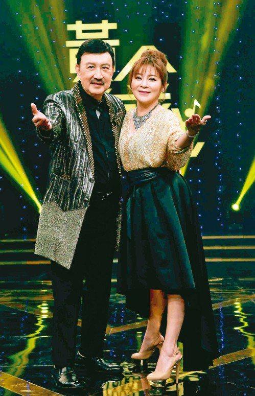 余天(左)和王彩樺搭檔華視全新綜藝「黃金年代」。 圖/華視提供