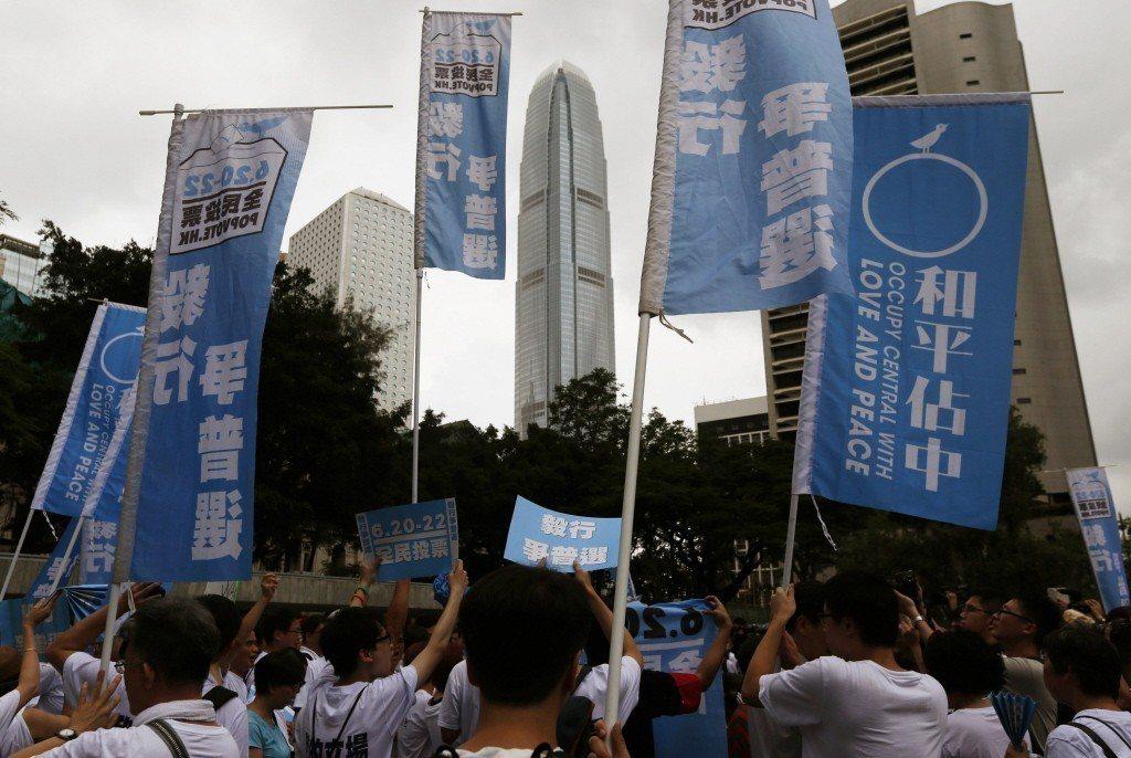 圖為2014年6月20日,香港「占領中環」運動就特首選舉普選方案舉行公投,港人熱...