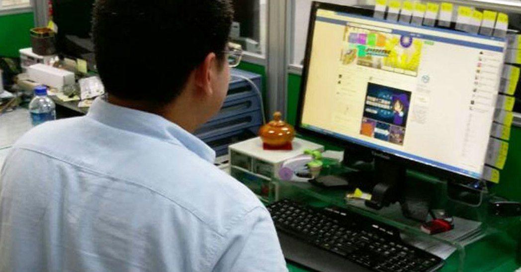 同事上班時間做其他事,該不該告訴老闆? 圖片來源/聯合報系