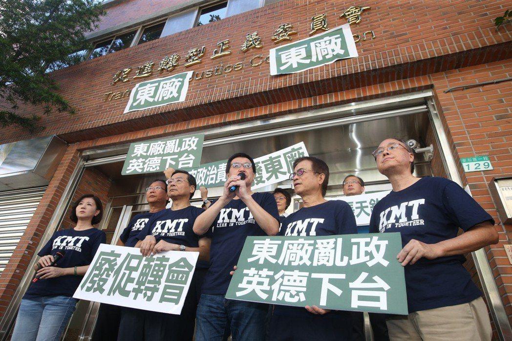 除垢或者人事清查,近日因為促進轉型正義委員會前副主委張天欽的言論,成為台灣轉型正義工程的爭點之一。 圖/聯合報系資料照