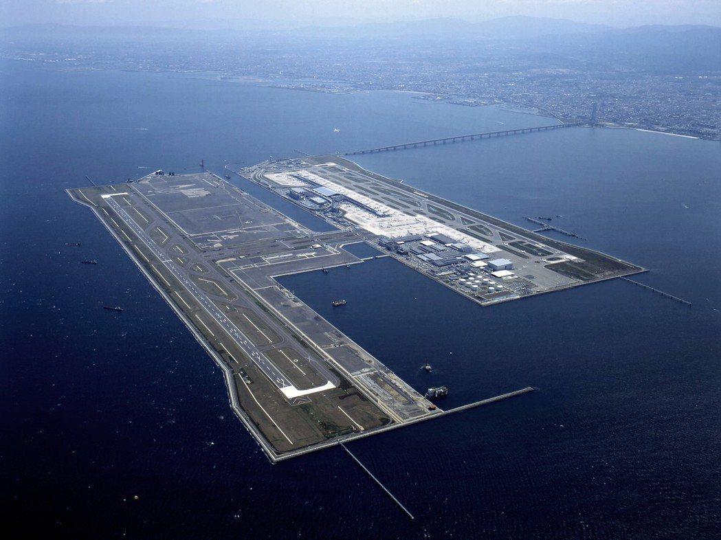 1996年開始,關西機場開始了第二期的機場擴建工程,在原本的機場人工島外側,另外...