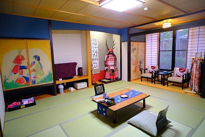 源兵衛溫泉的特色房,描繪著真田幸村的故事。